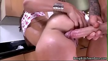 Big Butt White Girl Does Anal 1