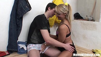 Granny young boy sex video - Oldie and young cock sex in dressing room