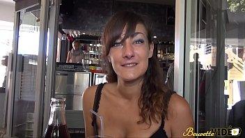 Samia, une beurette libertine qui adore l'anal !