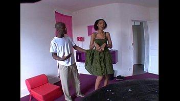 French Elle se branle tous les soirs devant un porno !
