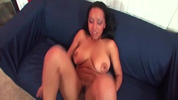 A slim body and big tits, the girls are so happy to ride .... have fun