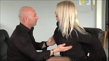 busty blonde Love Crystale branlette espagnole office