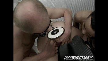 Amateur Milf anal threesome with cumshots Vorschaubild