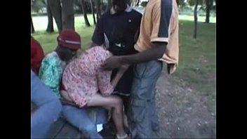 orgia interracial en el parque