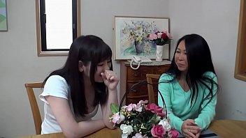 Mujer Pervertida Se La Chupa A Japonesa Adolescente Trans