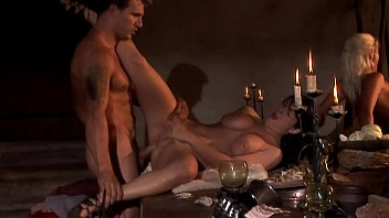 Court orgy at the king's dinner 19分钟