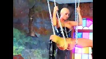 Gina Mond in Chains