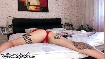 Tattooed Teen Masturbate Wet Pussy after Waking Up صورة