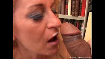 Sexy robins Gorgeous cougar in stockings loves to fuck