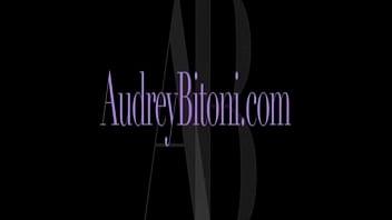 Audrey Bitoni Pissing