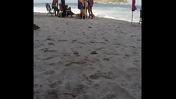 Punheta na praia do Abricó vendo casal, Pra safadas e casais