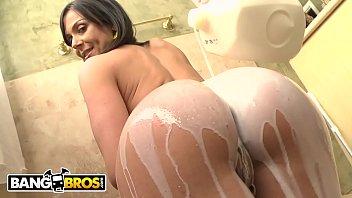 BANGBROS - Bootylicious White MILF Kendra Lust Takes A Big Dick