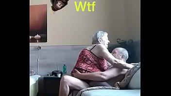Pareja de ancianos teniendo sexo en el primer porno - XVIDEOS.COM