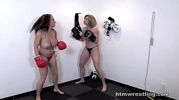 Big Tits Topless Boxing缩略图