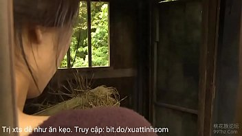 The wife fled her husband to commit adultery in the field 15分钟