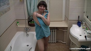 Chick films herself acting nasty in the bathroom
