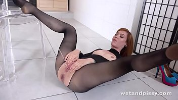 Messy pee - Wtf - hot redhead showers in her own pee