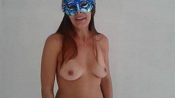 Raquel peladinha desejando feliz natal aos clientes e fãs - www.raquelexibida.net