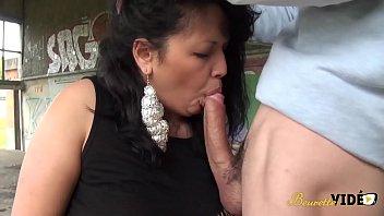 Laila, une beurette aux gros seins en manque de sexe