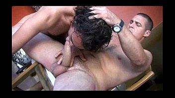 Gays dandose leche en la regadera