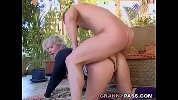 Fuck mature granny - Busty blonde granny discovers young cock