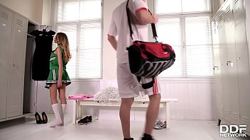 Cheerleaders in bikini - Luscious cheerleader baby nicols gives hot blowjob in the locker room
