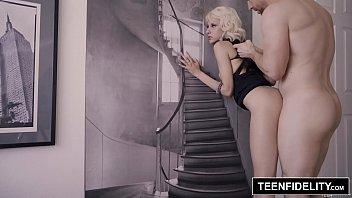Priminha vagabunda fazendo sexo em HD