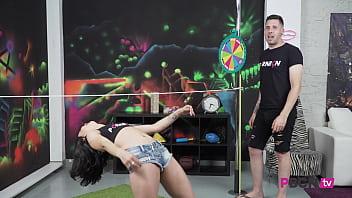 PORNBCN 4K | El show porno del youtuber empotrador Kevin White follando con la joven Jade Presley y se corre a chorros | Video completo GRATIS en YOUTUBE | Enlace en el video | porno español | spanish porn Vorschaubild