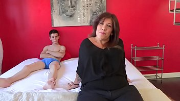 It had to happen: married mom Estrella desperately wants to taste Jordi'_s cock