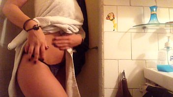Sexy teen bathroom pussy masturbation 1