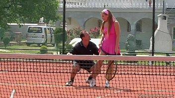 писинг на тенисном корте video