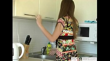 Housewife Fingering Pussy after Washing Dishes on the Kitchen
