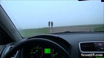 Zwei DEUTSCHE Strassen HUREN von FREMDEN ohne Gummi gefickt