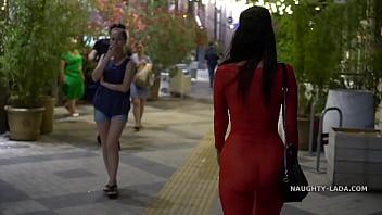 kamu Kırmızı şeffaf elbise porno i