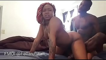 Big booty chick throws ass back & gets pussy filled with cum صورة