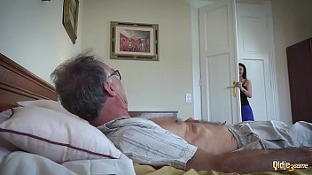 Filme Porno Cu Mos Care O Urmareste Pe Vecina Satisfac Un Mos De 80 De Ani