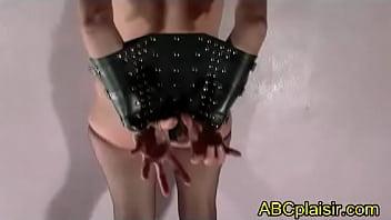 Entraves BDSM pauvre soumise