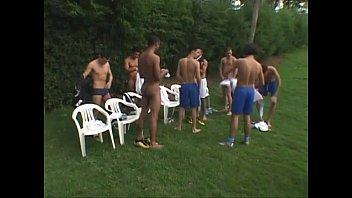 Latino athletes have bareback threesome outside