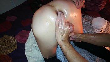 Travesti amateur - So-sensuella a le plaisir de vous offrir son 1er fist anal.......presque réussi a deux doigts du succès -