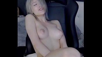 camgirl having vibrator orgasm