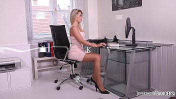 Interracial bangers Mary Kalisy gets pussy gaped with bbc at the office