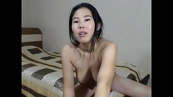 Asian slut wants to have fun too on cam