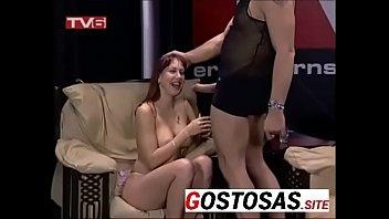 Gostosa mama apresentador ao vivo na tv - Para mais videos acesse gostosas.site meninas na praia de nudismo