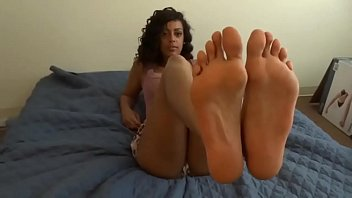 Teen Teasing on Cam with Her Sexy Feet - www.Hotcamgirls.co