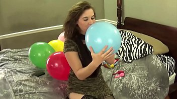 Blowing Balloons and Popping Them While Chewing Bubblegum porno izle