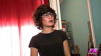 De la fotografía modelo al porno en tan solo 20 minutos. Nena inconformista Sofía llega al lado oscuro
