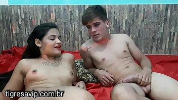 Tigresa e Flakael pelados falando com seu público,falando de buceta caralho cusinho, sexo e tudo que não pode ser falado no youtube e no final ele come a bucetinha dala
