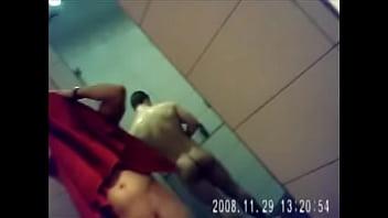 Naked mole rat video sharing Hetero gostoso e pauzudo no banheiro da academia