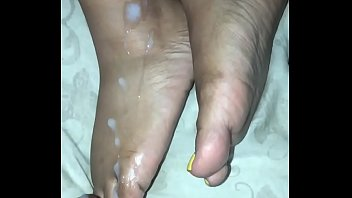 Cum on wife&rsquo_s feet