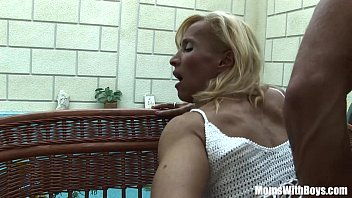 Mature ladiy and boy - Blonde mature melissa q sucking and fucking young cock